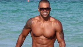 Esprit criminel mais bogosse : Adoptez le look de Shemar Moore pour séduire en maillot de bain