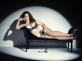 Ashley Graham présente sa collection 2015
