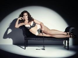 ADDITION ELLE - La célèbre top modèle taille plus Ashley Graham